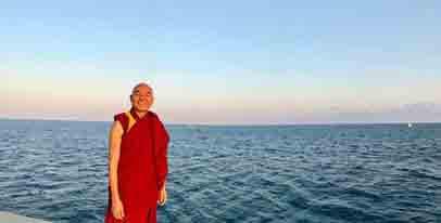 35 en Barcelona dirigiendo la Fundación Casa del Tíbet