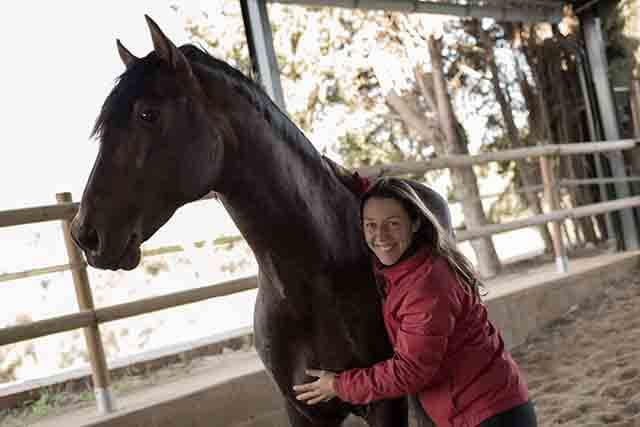 En la montada conectada se pide al caballo y no se ordena