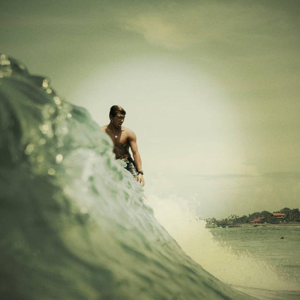 Oka tiene mejor vida por el surf