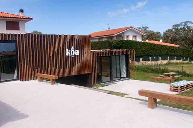 Escuela de surf KOA con el reciclaje
