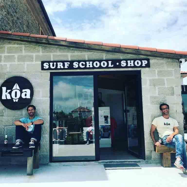 JAVIER URIZAR TÉCNICO DE SURF en la escuela de surf KOA