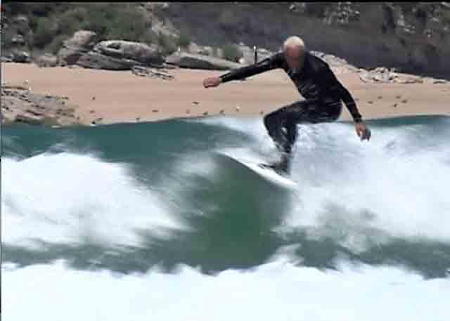Meco surfeando hoy