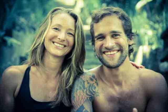 LISA ANDERSSON RHODINER y NAZA GRISOLIA pareja, surfistas y profesores de yoga