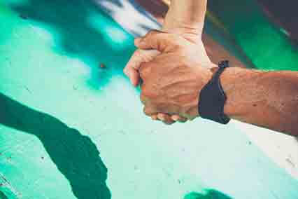 LISA ANDERSSON  y NAZAN GRISOLIAprofesores de yoga, surfistas y pareja