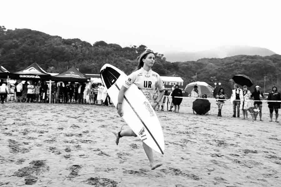 LETICIA CANALES BILBAO SURFISTA PROFESIONAL nacida para el surf