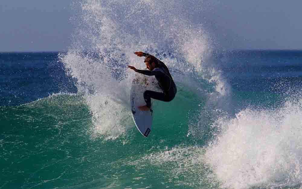 Surf de raices VICENTE ROMERO, 26 AÑOS, SURFISTA PROFESIONAL
