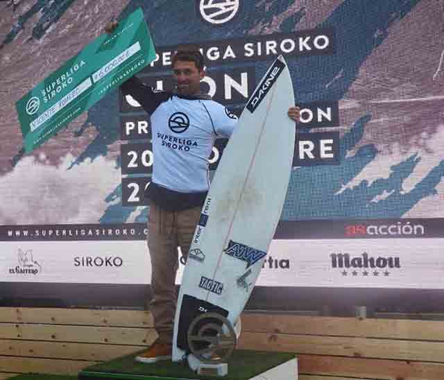 Vicente Romero surfea a nivel profesional