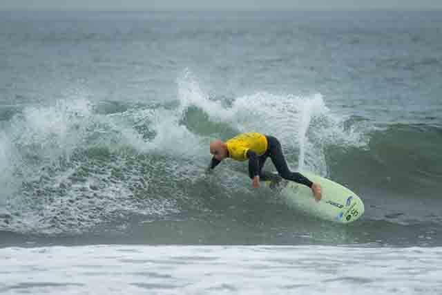 Aitor Francesena el surfista ciego