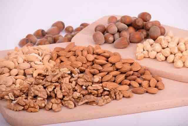 Las más ricas en magnesio son la soja y las almendras. Les siguen las habas, judías, lentejas, garbanzos, cacahuetes, nueces, avellanas