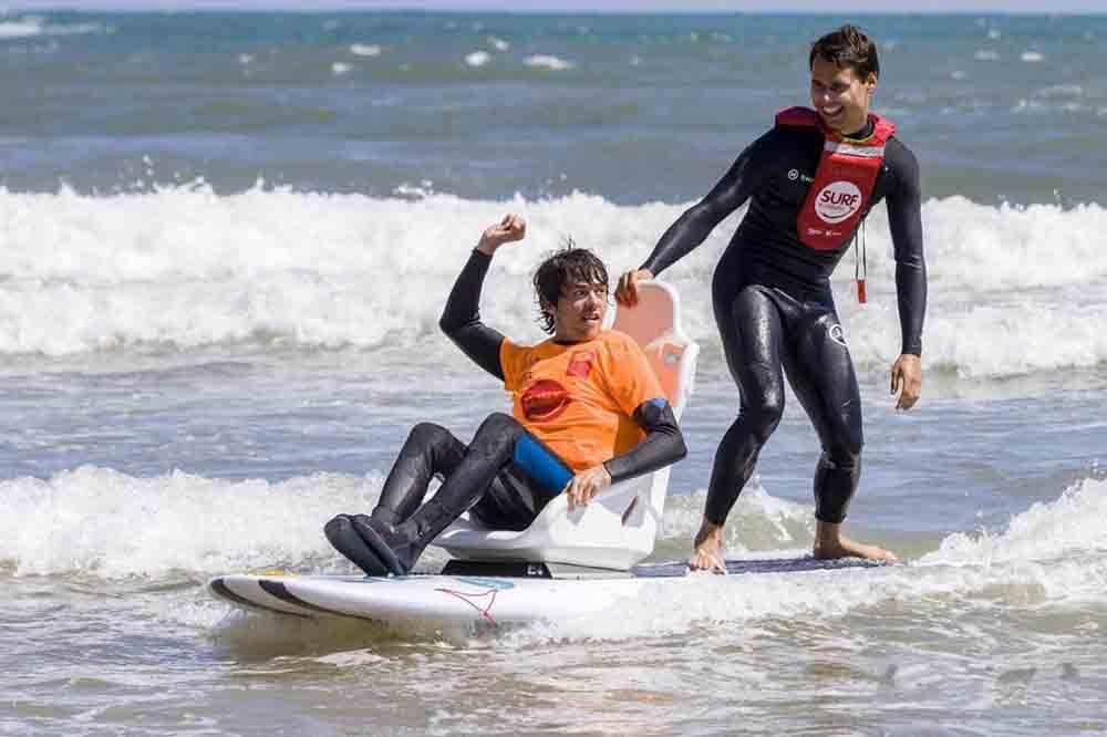 Surf solidario Surf solidario LUIS MORILLA y JORGE GARCIA
