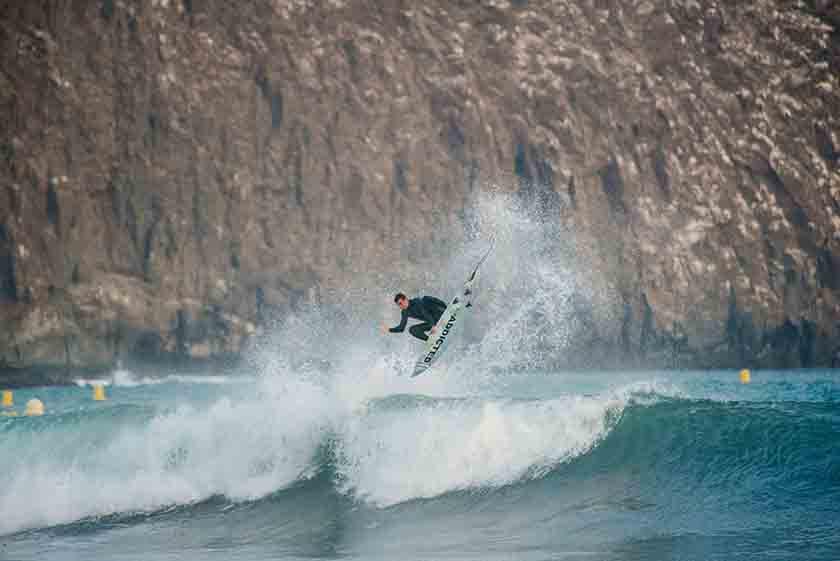 Andy Criere sobre ola