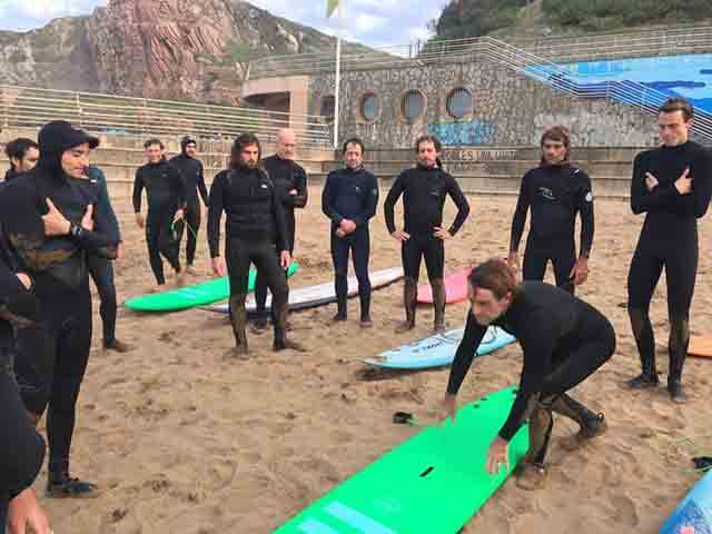 Alumnos cursos socorrismo para surfistas