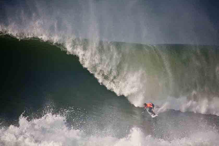 Socorrismo para surfistas en olas grandes